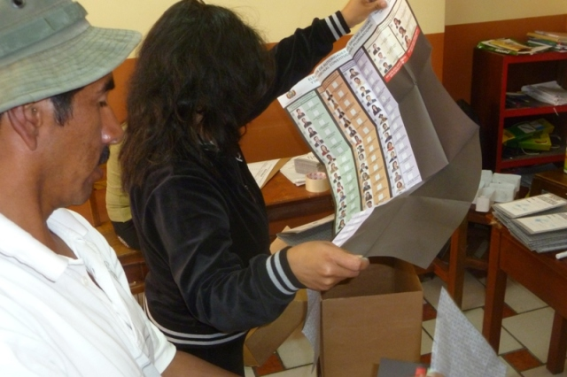 Counting the votes in Bolivia´s first judicial elections (credit: Dario Kenner)